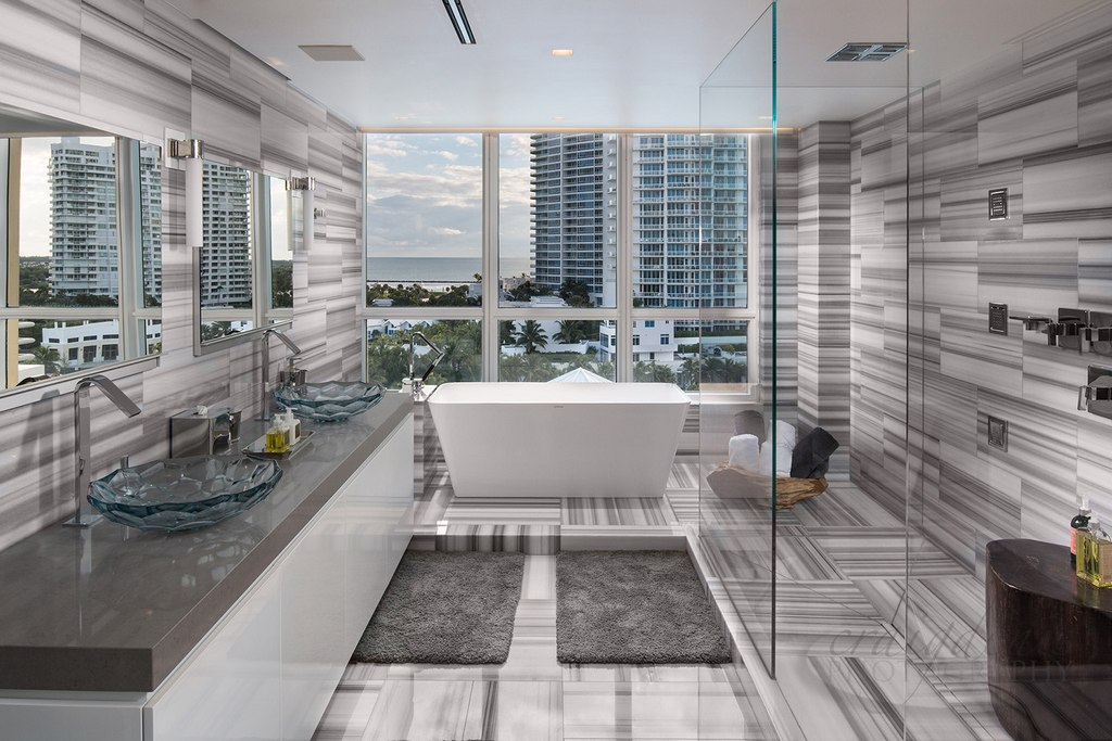Ultra Luxury Bathroom Decoration