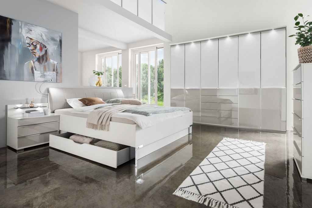 Big And White Bedroom Decoration