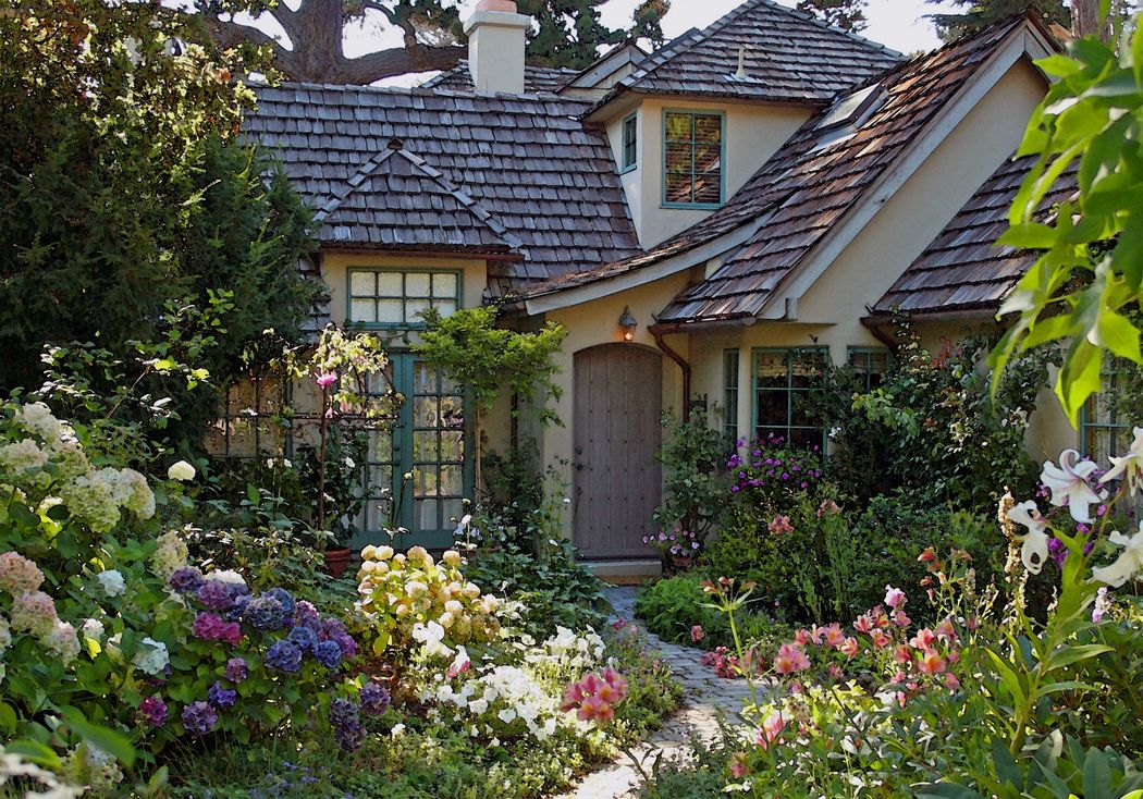 Carmel's Country House Garden
