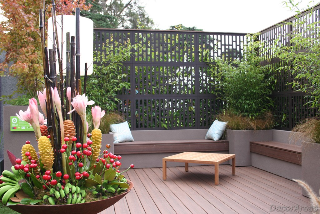 Decorative outdoor privacy screen panel