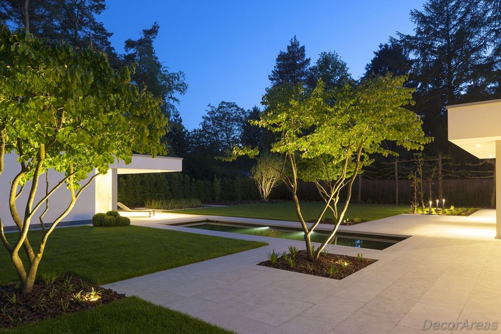 Minimalist modern garden lighting
