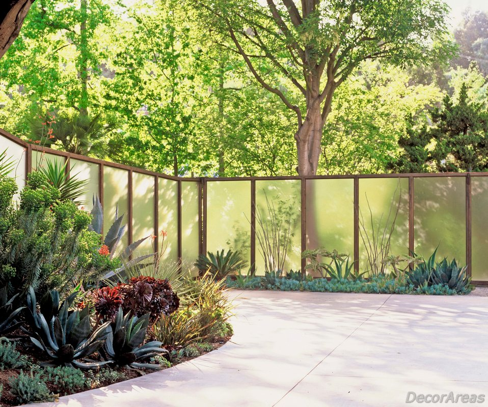 Modern Garden Fences With Frosted Glass