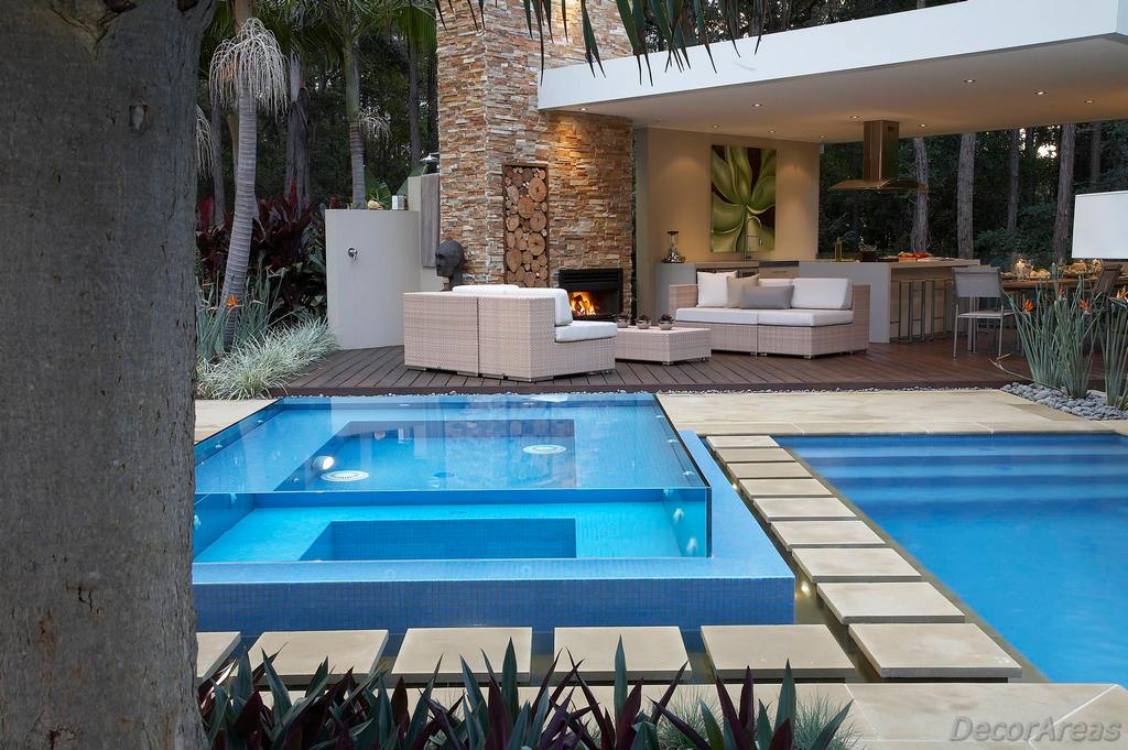 Small Glass Swimming Pool for Garden