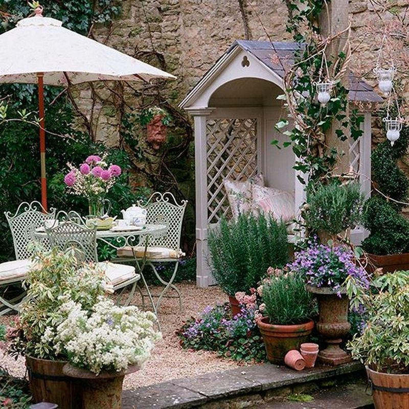 Give Your Garden a Different Atmosphere with Old Items