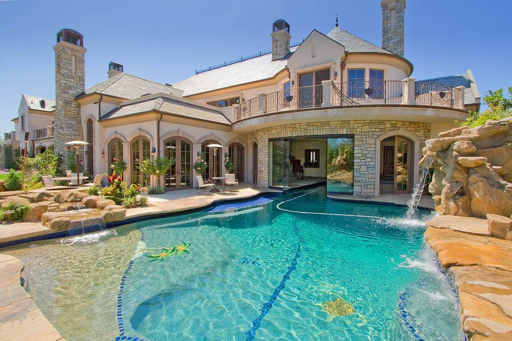 Built-in Pool Arranged With Stones