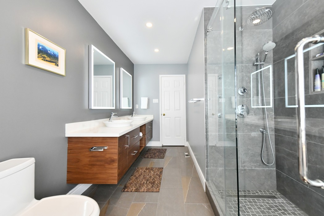 Small Modern Bathroom Picture